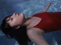 Morning Musume 8th generation leader Sayumi Michishige swimsuit gravure021