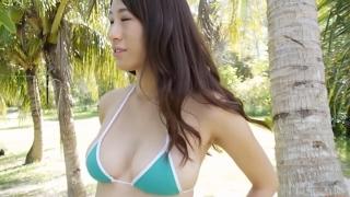 Yuka Someya swimsuit gravure Beach green bikini running fast018