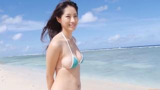 Yuka Someya swimsuit gravure Beach green bikini running fast036