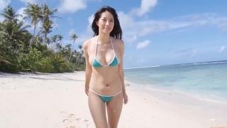 Yuka Someya swimsuit gravure Beach green bikini running fast050