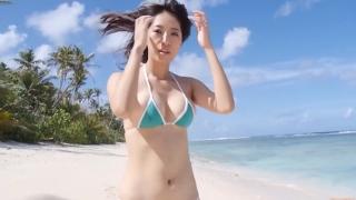 Yuka Someya swimsuit gravure Beach green bikini running fast052