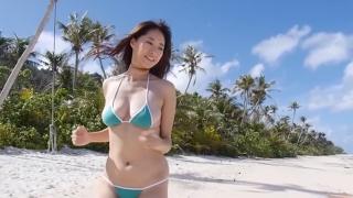 Yuka Someya swimsuit gravure Beach green bikini running fast063