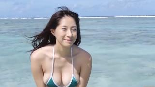 Yuka Someya swimsuit gravure Beach green bikini running fast067