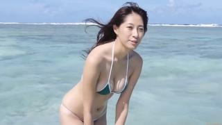 Yuka Someya swimsuit gravure Beach green bikini running fast071