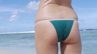 Yuka Someya swimsuit gravure Beach green bikini running fast081