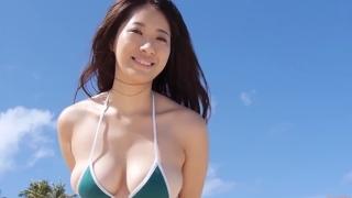 Yuka Someya swimsuit gravure Beach green bikini running fast101