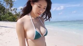 Yuka Someya swimsuit gravure Beach green bikini running fast105