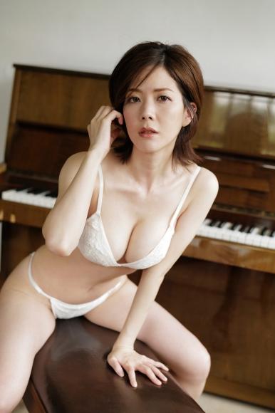 Mari Takamiya Saka Okada swimsuit gravure Big tits too female mahjong008