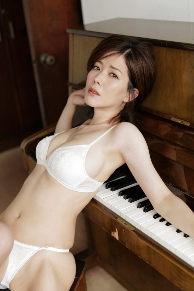 Mari Takamiya Saka Okada swimsuit gravure Big tits too female mahjong009