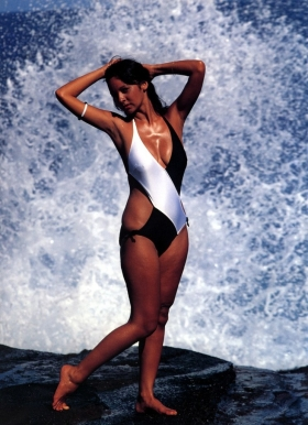 Agnes Lamb swimsuit gravure Sun lover013