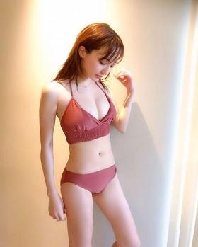 Asian Beauty and European Beauty Model Pamela Asabi Gravure Swimsuit Images007