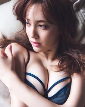 Asian Beauty and European Beauty Model Pamela Asabi Gravure Swimsuit Images018