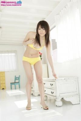 Kurosawa Karasu swimsuit gravure Yellow bikini004