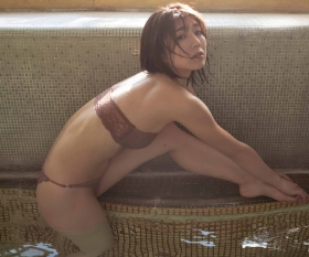 Yuki Fujiki swimsuit gravure Hot spring travel sentiment 2021013