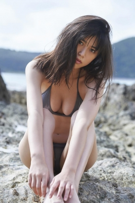 Tamayo Kitamukais swimsuit gravure first photo book goes on sale immediately2003