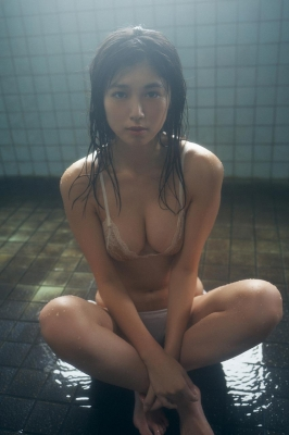 Tamayo Kitamukais swimsuit gravure first photo book goes on sale immediately2027