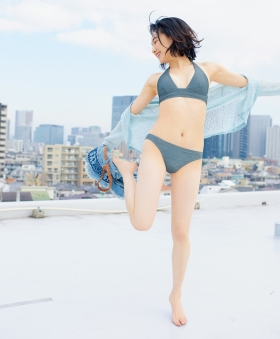 Yuu Saotome Swimsuit Gravure: From Girl to Actress 2021007