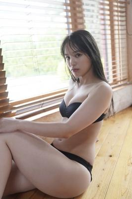 Saki Tateno Swimsuit Gravure Bathing Tube Top Black 2021005