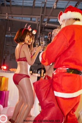Christmas party in a swimsuit hh054