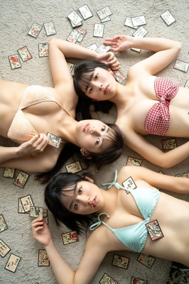 Miss Maga 2020 Playing Karuta in a Swimsuit010