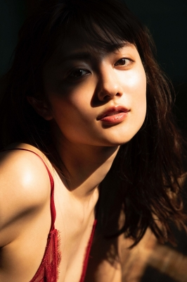 Kazusa Okuyama swimsuit gravure024