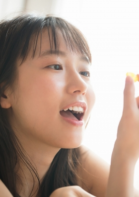 Shida Onda swimsuit gravure Miraculous active female college student who lights up the world 2013