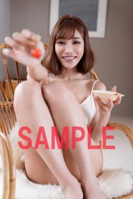 Kirara Asuka in underwear hijacking a bookstore004