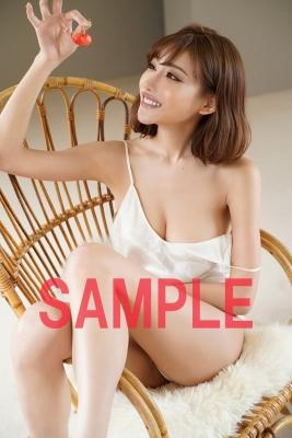 Kirara Asuka in underwear hijacking a bookstore005
