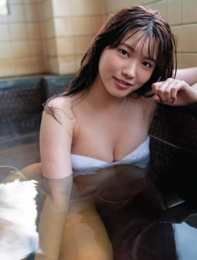 Airi Furuta swimsuit gravure Exquisite body that seems to reach but doesnt reach 2021004