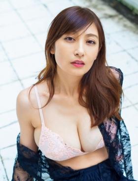 Yohko Kumada swimsuit gravure Take a look at her miraculous body f018