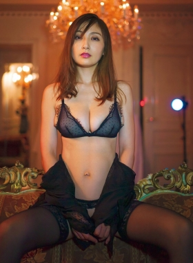 Yohko Kumada swimsuit gravure Take a look at her miraculous body f019