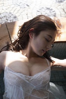 Yohko Kumada swimsuit gravure Take a look at her miraculous body f025