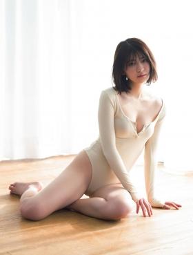 Nami Yamada 19 years old too dazzling pure bikini003