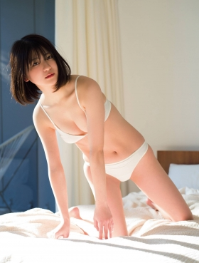 Nami Yamada 19 years old too dazzling pure bikini007