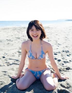 Nami Yamada 19 years old too dazzling pure bikini010