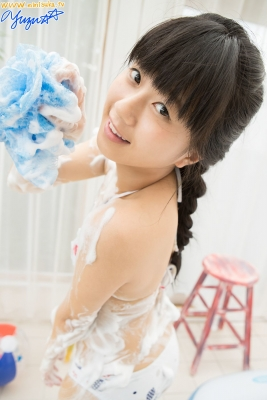 Yuzu Shirasaki Swimsuit Gravure Beautiful girl in bubble shower White swimsuit White bikini017