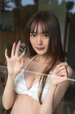 Reina Tanigishi a beautiful girl who loves games plays games in a swimsuit 2021010