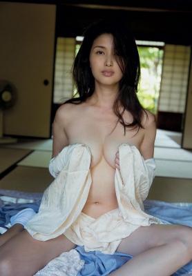 Manami Hashimoto Swimsuit Gravure Cuddle up to me021