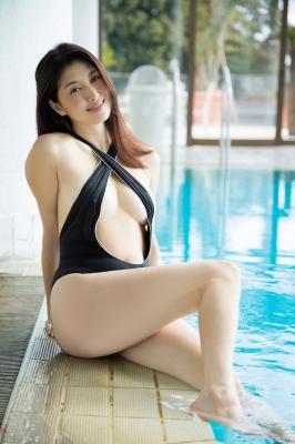 Manami Hashimoto Swimsuit Gravure Cuddle up to me030