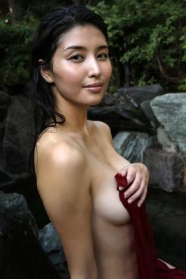 Manami Hashimoto Swimsuit Gravure Cuddle up to me040