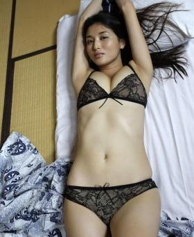 Manami Hashimoto Swimsuit Gravure Cuddle up to me041