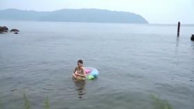 Rei Kaminishi swimsuit gravure First photo book Temperature of Water 2020009