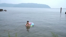 Rei Kaminishi swimsuit gravure First photo book Temperature of Water 2020010