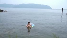 Rei Kaminishi swimsuit gravure First photo book Temperature of Water 2020011