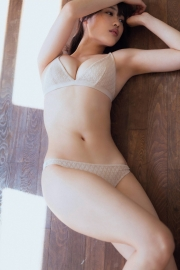 Im in love with you Momoka Ishida Swimsuit Gravure002