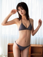 kudoumio14A woman in a bathing suit After playing a heroine of the squadron with passion