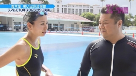 Ai Aoki shows off her swimsuit in a swimming competition001