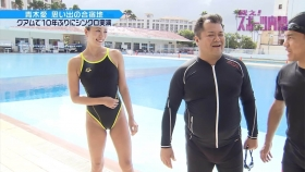 Ai Aoki shows off her swimsuit in a swimming competition003