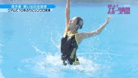 Ai Aoki shows off her swimsuit in a swimming competition006