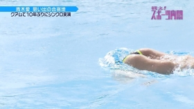 Ai Aoki shows off her swimsuit in a swimming competition008
